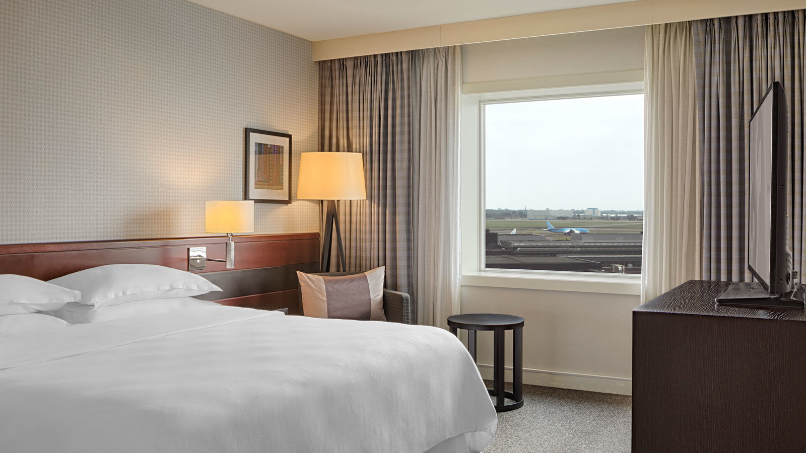Reserve a room for a day at Sheraton Amsterdam Airport