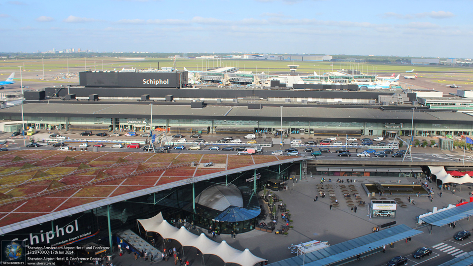 Watch arrivals and departures at Schipol from the comfort of your room